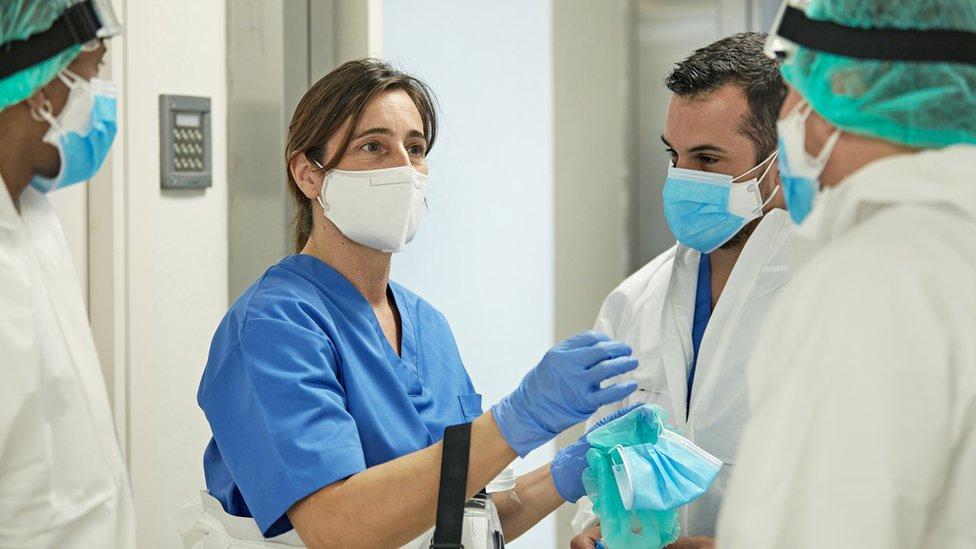Profesionales médicos en una reunión