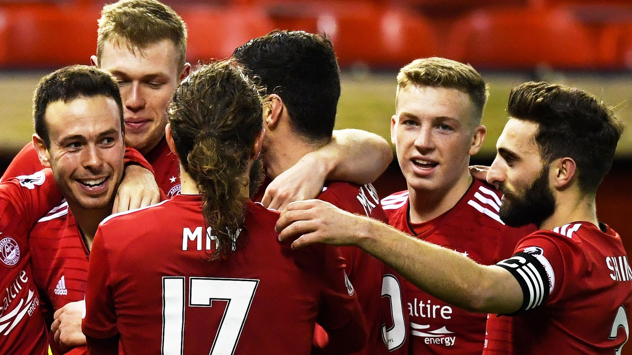 Scottish Premiership top four separated by a point after Aberdeen thrash Dundee