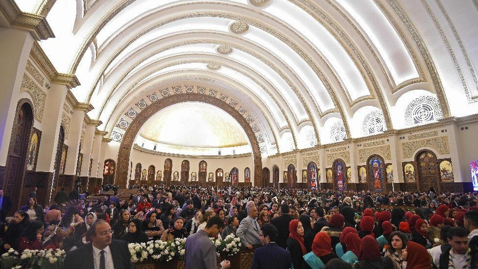 Hrišćanski vernici na svečanom otvaranju velike katedrale u Egiptu, 6. januara 2019. godine