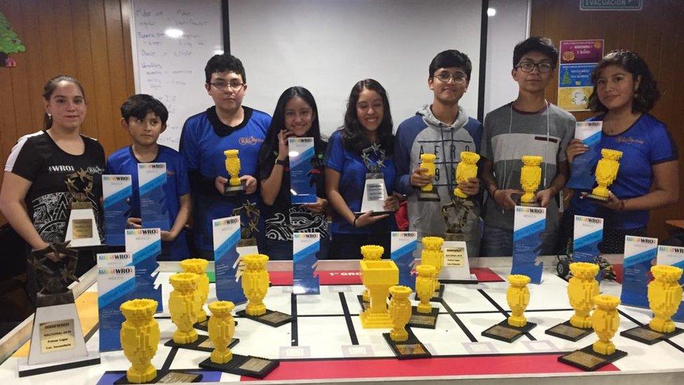 Estudiantes de Robotecnia, una de las escuelas más reconocidas en robótica extracurricular en México.