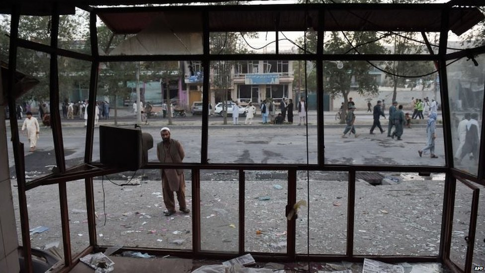 A resident looks at a destroyed shop at the site of the truck bomb in Kabul (07 August 2015)