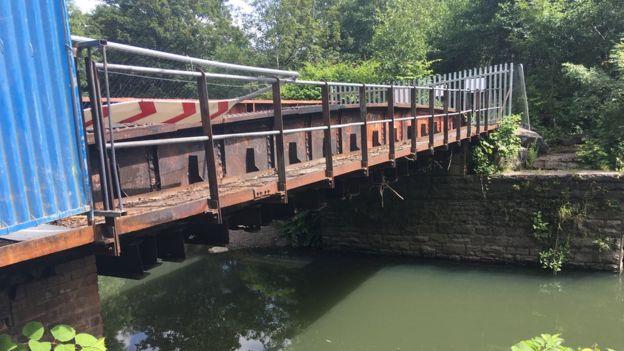 الشرطة تركز في تحقيقاتها على جسر أعلى نهر كاينون