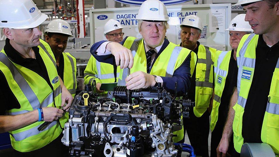 英國首相約翰遜2020年12月在福特汽車的英國工廠
