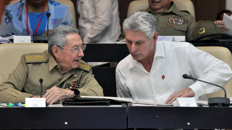 Picture taken on July 14, 2017 of Cuban President Raul Castro (L) and First Vice President Miguel Diaz-Canel talking during the Permanent Working Committees of the National Assembly of the People's Power.