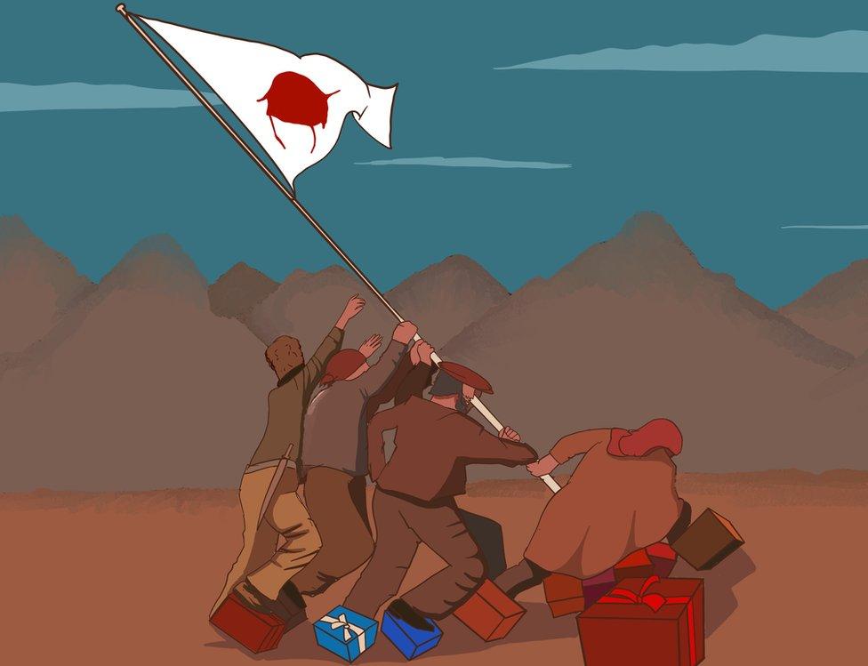Hombres plantan una bandera