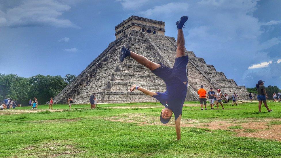Christian Brunis en las ruinas mayas cerca de Cancún