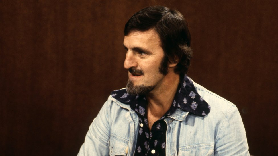 Jimmy Hill, pictured on the Parkinson show in 1976, was involved in releasing Eamonn from his Saudi contract