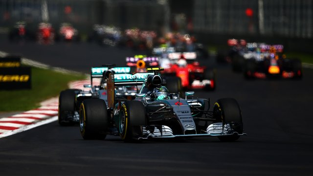 Nico Rosberg leads the field at the 2015 Mexican Grand Prix