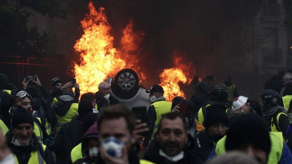 فرنسا تعلق قرار زيادة الضرائب على الوقود