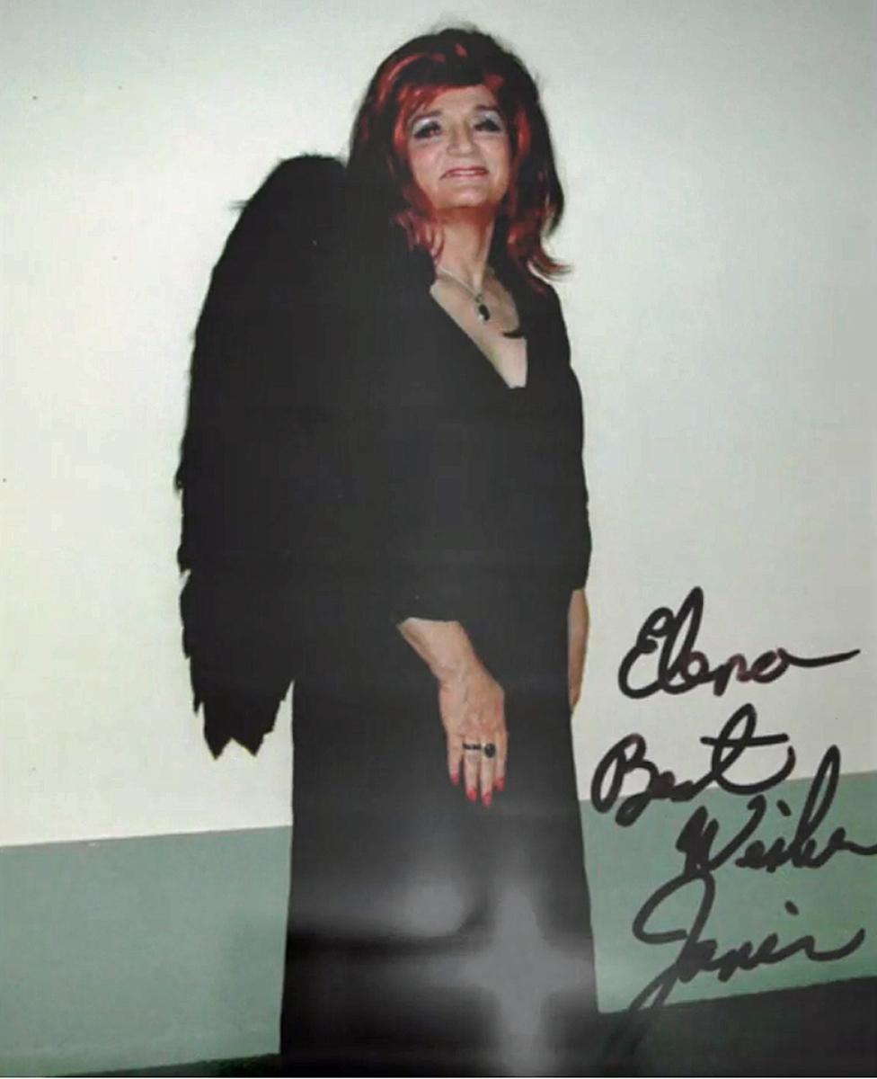 Una foto de Janis con una dedicatoria para Elena