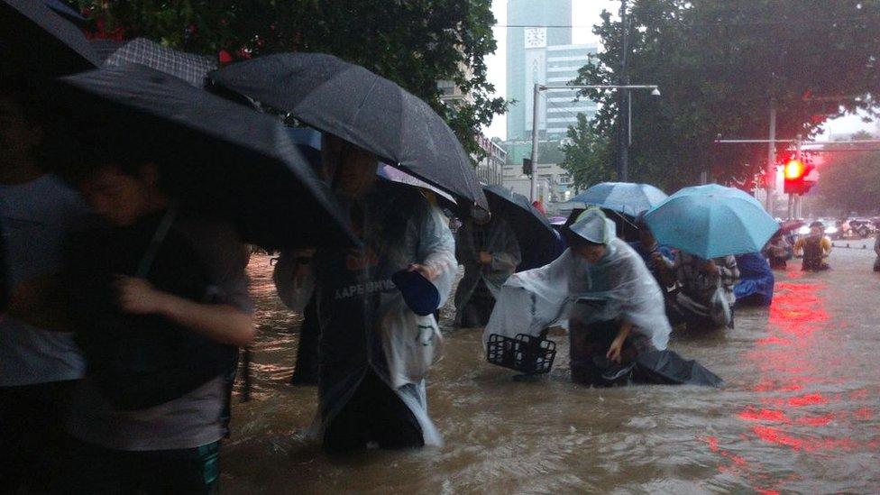 غمرت المياه الشوارع في مقاطعة خنان الصينية