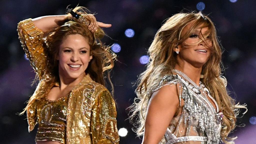 BBC News - Jennifer Lopez and Shakira sparkle at the Super Bowl