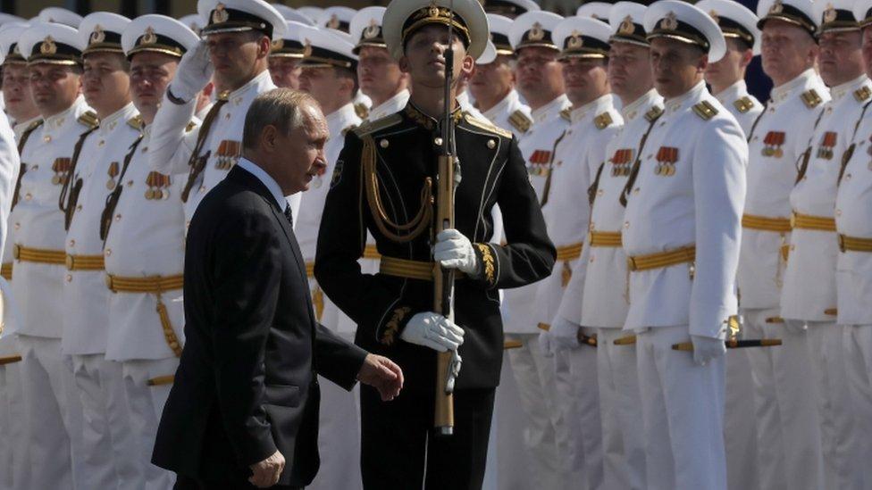 2018年7月29日,普京出席聖彼得堡舉行的海軍節閲兵活動。