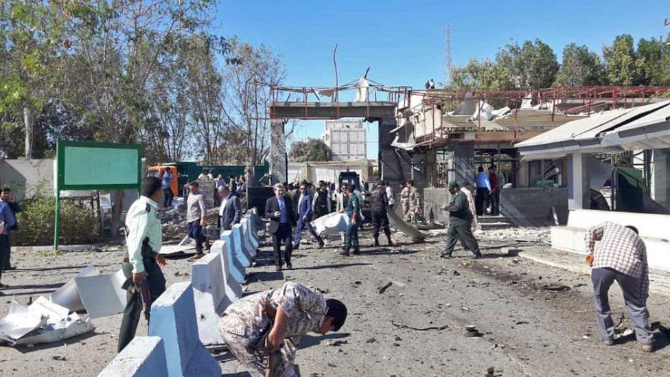 موقع الهجوم الانتحاري أمام مخفر الشرطة في مدينة تشابهار الساحلية جنوبي شرقي إيران. 6 ديسمبر/كانون الأول 2018.