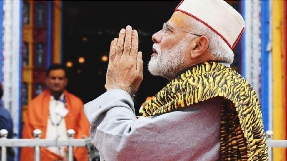 क्या नरेंद्र मोदी का केदारनाथ दौरा 'सरोगेट कैंपेनिंग' था?