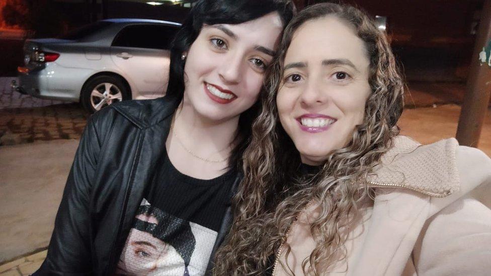 Lara y Deusiana