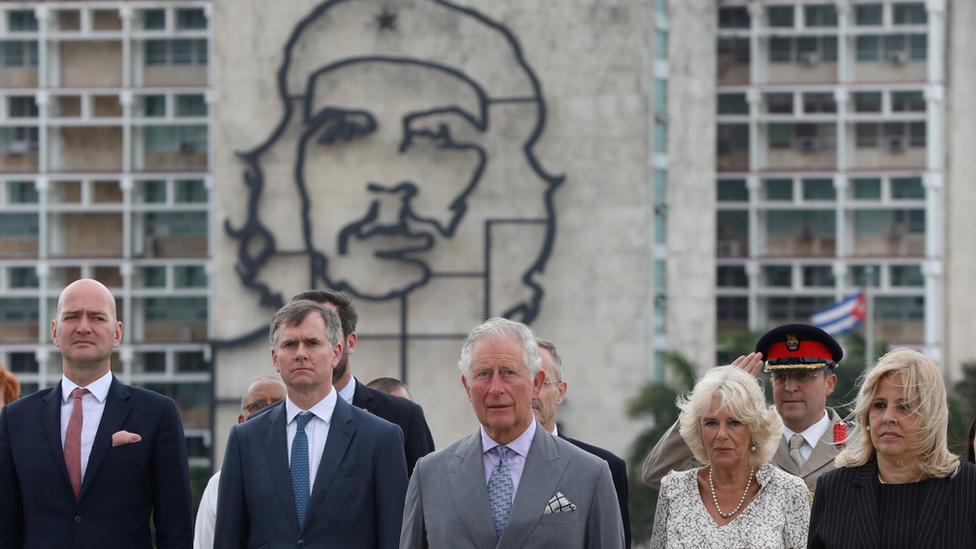 "Princ Čarls i Kamila su dočekani na trgu ispred slike revolucionara Ernesta ""Če"" Gevare"