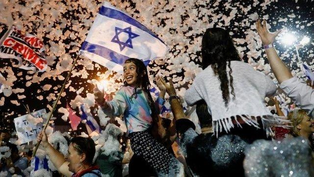 Новый премьер Израиля Нафтали Беннет официально вступил в должность. Нетаньяху обещает свергнуть