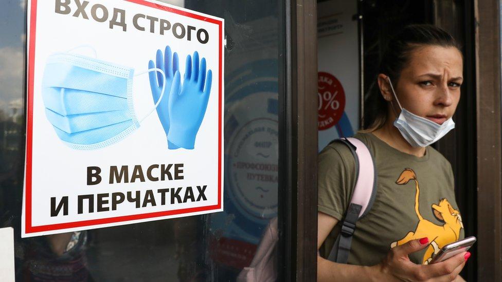 Коронавирус: на хадж не пустят иностранцев, Собянин привился во второй раз