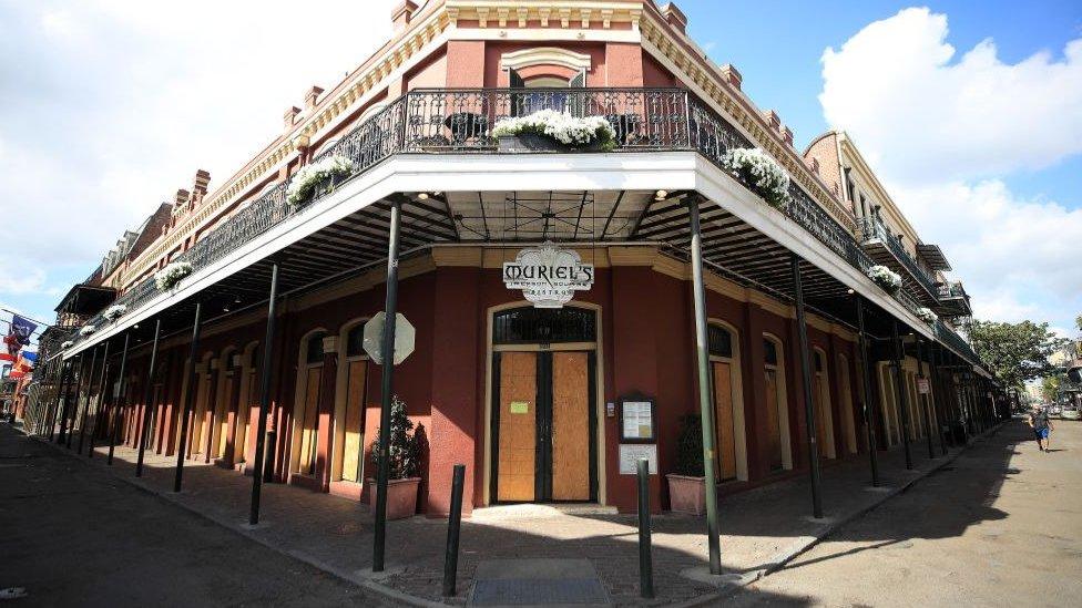 Los emblemáticos restaurantes y clubes de Nueva Orleans cerraron sus puertas por la pandemia.