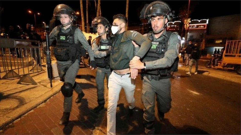 اعتقال فلسطيني في القدس