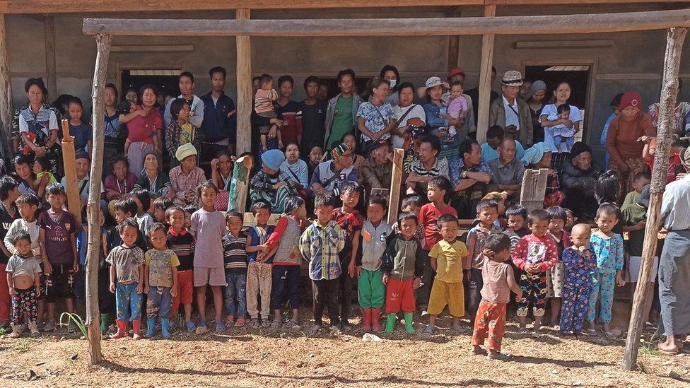 Personas desplazadas en Mindat.