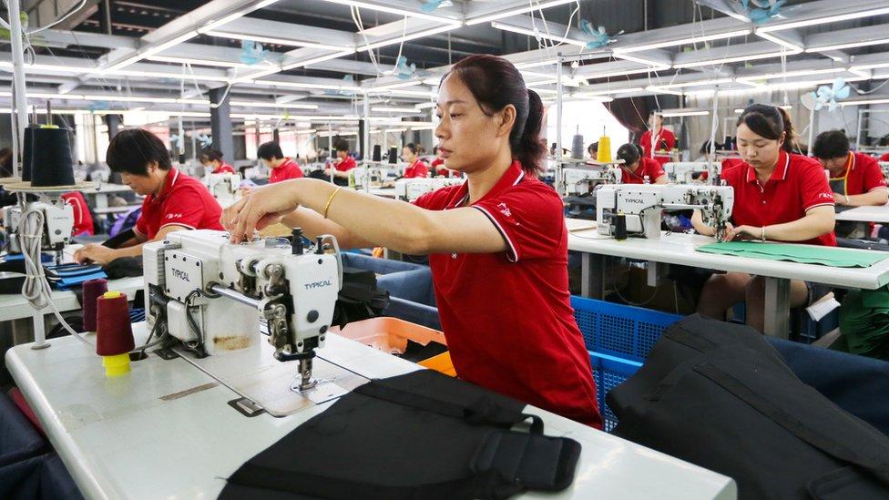 中國安徽濉溪一家皮包廠的縫製車間(15/7/2020)