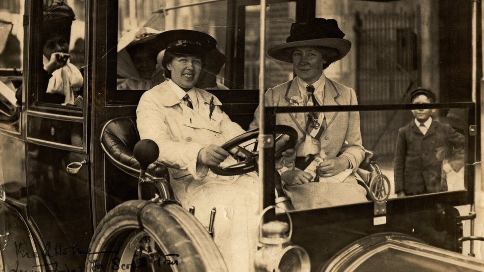 Vera 'Jack' Holme driving Emmeline Pankhurst (sitting in the back) and others to Scotland, 1909