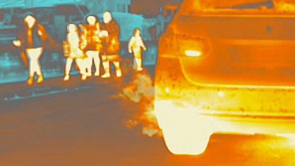 يظهر العادم الساخن بوضوح في هذه الصورة المأخوذة بكاميرا حرارية