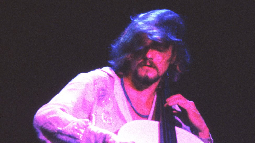 BBC News - ELO and Wizzard cellist Hugh McDowell dies at 65