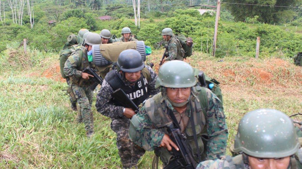 Militares en la frontera entre Ecuador y Colombia