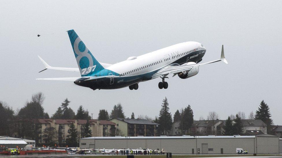 طائرة من الطراز المذكور تقلع من مطار في واشنطن