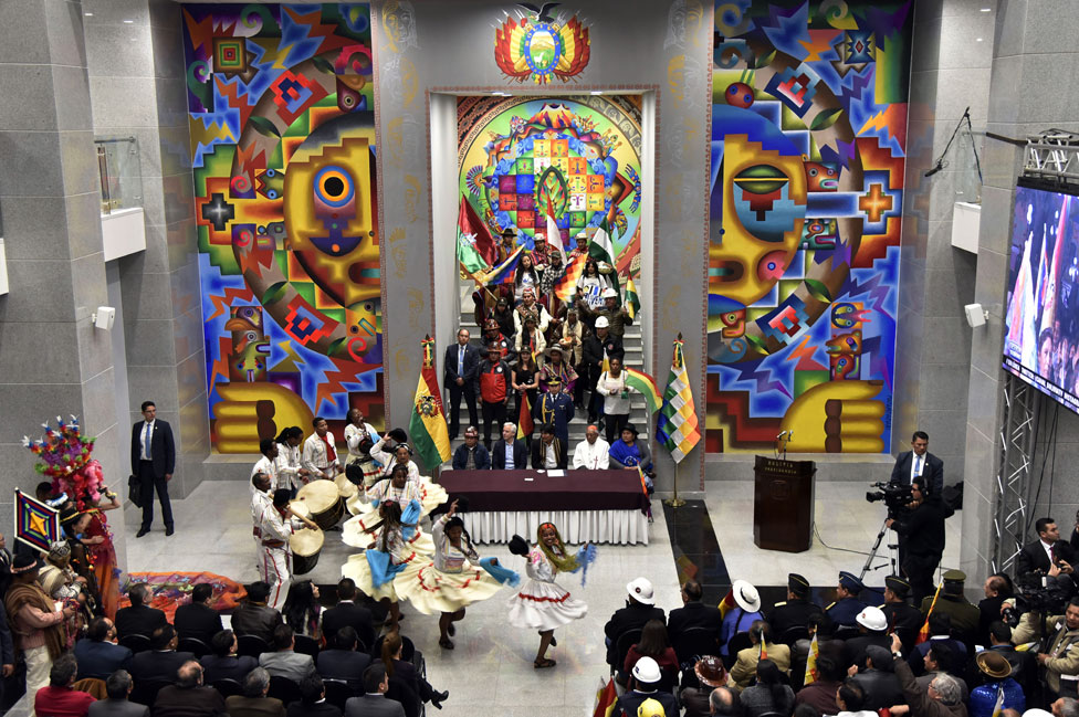 La Casa Grande del Pueblo por dentro, durante su inauguración.