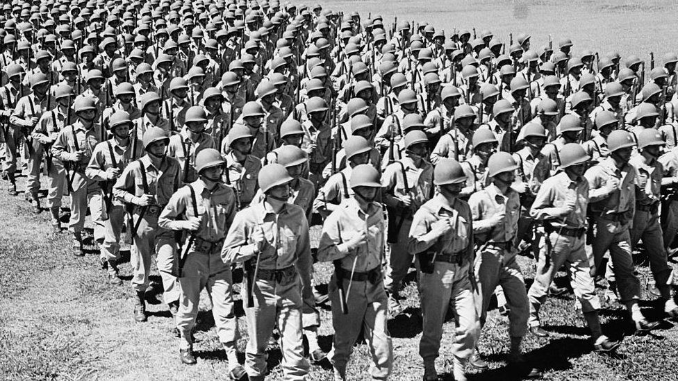Vojnici marširaju 1940-tih