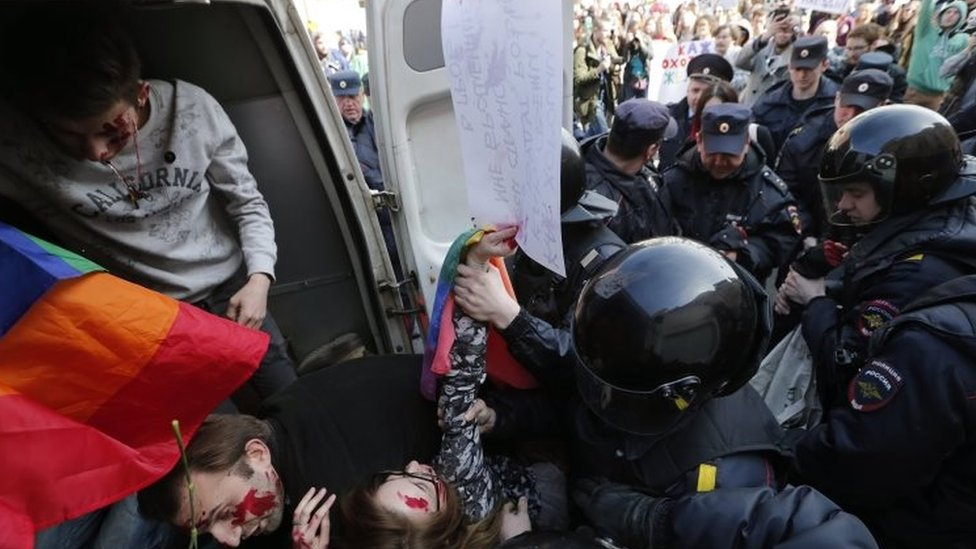Police detain gay rights activists in St Petersburg, Russia. Photo: 1 May 2017