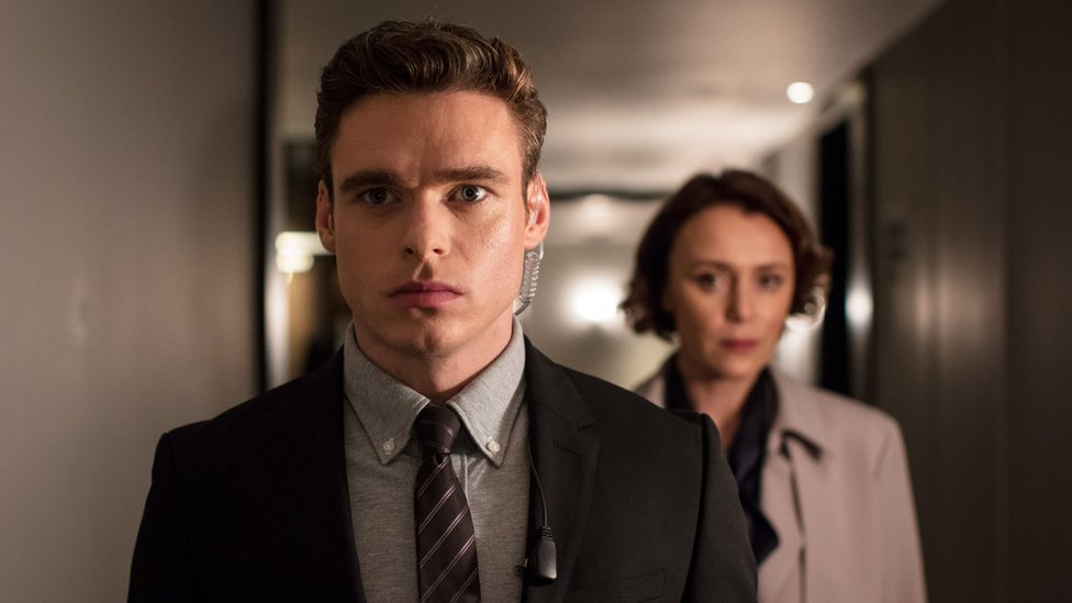"David Budd (Richard Madden), Julia Montague (Keeley Hawes) en ""Bodyguard"""