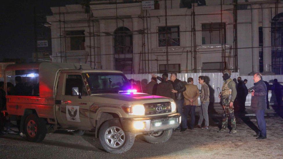 قوات الأمن تتجمع في أعقاب هجوم صاروخي على أربيل، في 15 فبراير/شباط 2021
