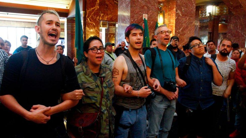 Manifestantes en México de la comunidad LGBTI.