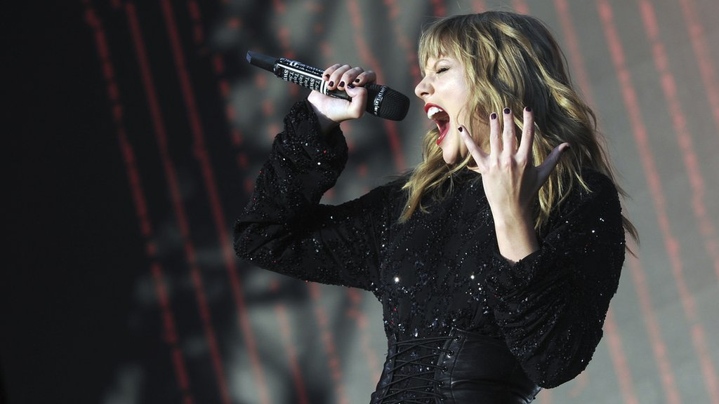 Biggest Weekend: Taylor Swift plays the hits then runs in Swansea