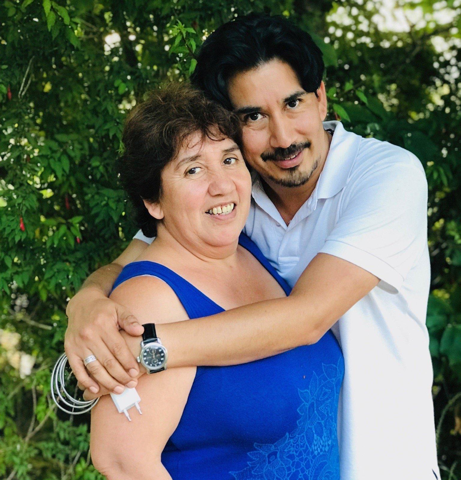 Alejandro Quezada y su madre