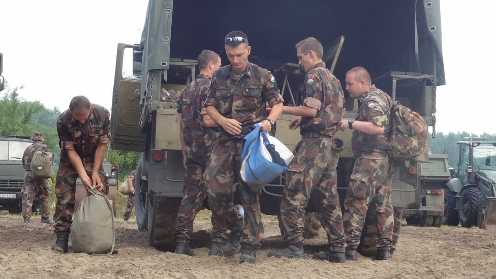 Soldiers help to put up Hungary's fence