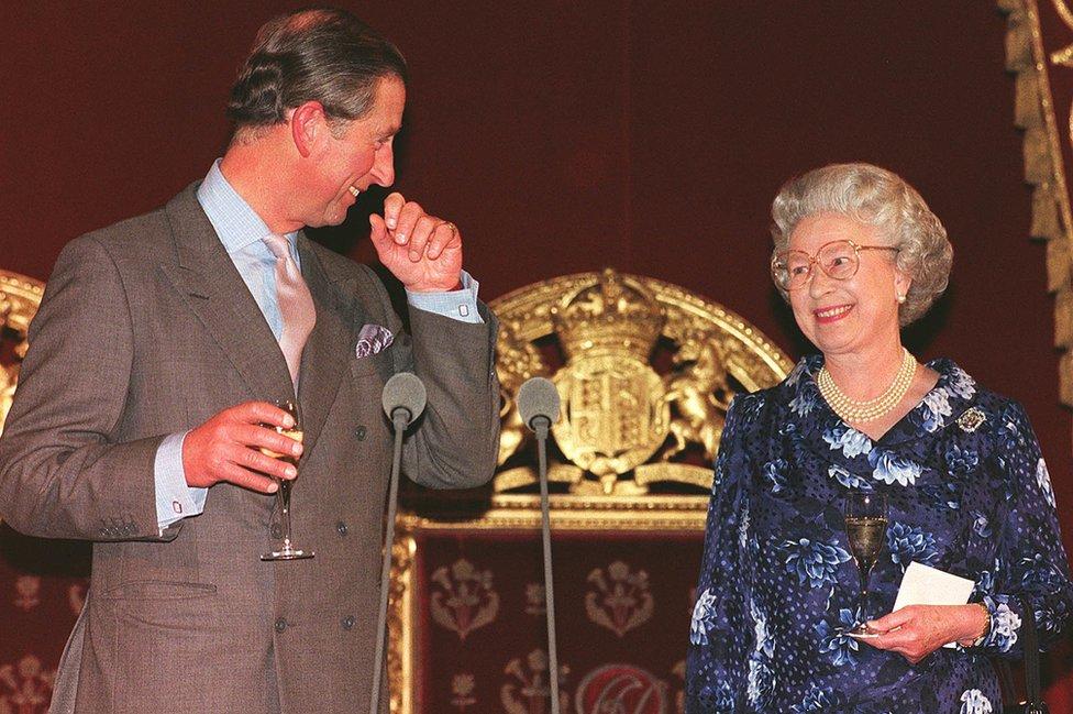 Proslava pedesetog rođendana sa majkom, kraljicom Elizabetom Drugom