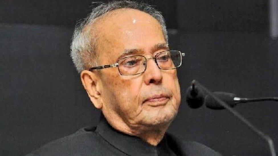 EVM: चुनाव आयोग से मिले विपक्षी दल, प्रणब मुखर्जी ने भी जताई चिंता