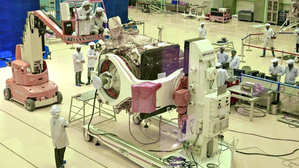 चंद्रयान-2 की तैयारी में लगे इसरो के वैज्ञानिक