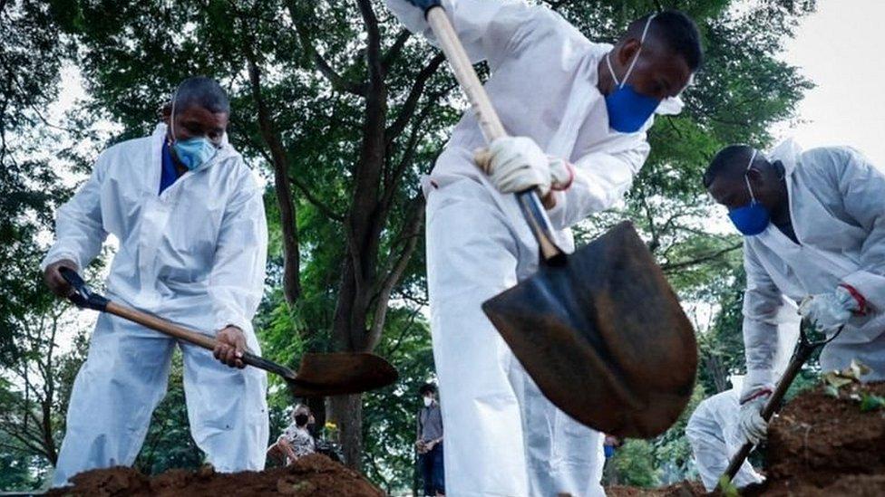 Enterradores en Brasil