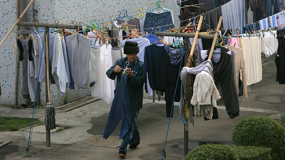 A foreign inmate dries clothes at Shanghai Qingpu prison in 2006