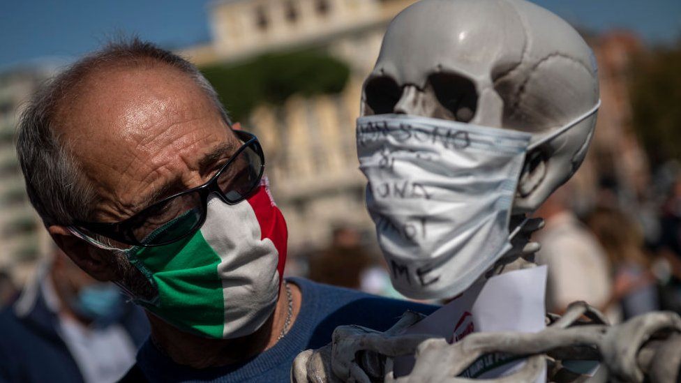 Protestas negacionistas en Roma por la pandemia de coronavirus.