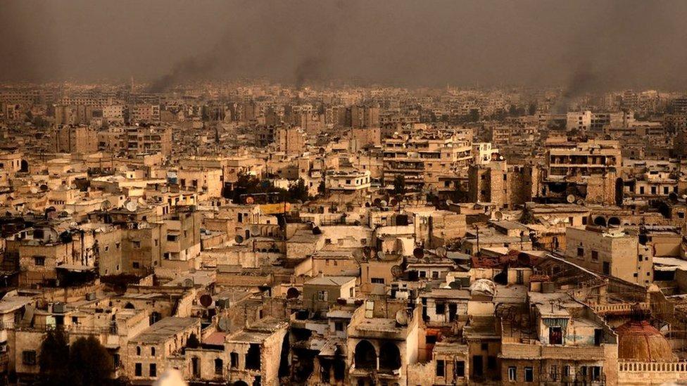 La ciudad de Alepo resultó muy dañada por años de lucha intensa.
