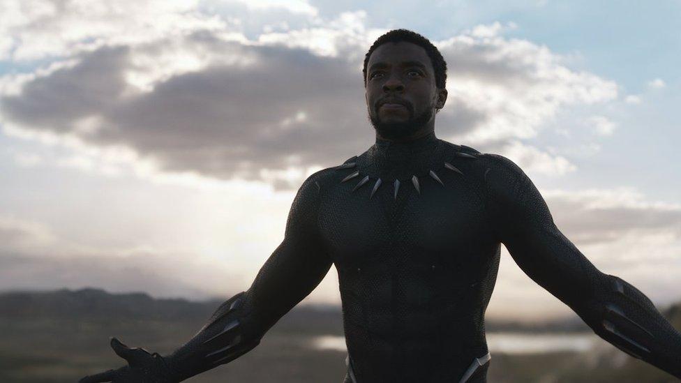 Chadwick Boseman como Pantera Negra / T'Challa