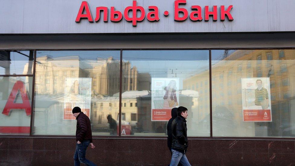 СМИ: собственники Альфа-банка обсуждали его продажу ВТБ и UniCredit